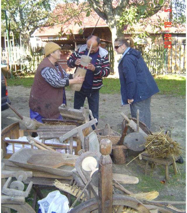IZBA FOLKLORU LASOWIACKIEGO zbiory materialnej kultury lasowiackiej